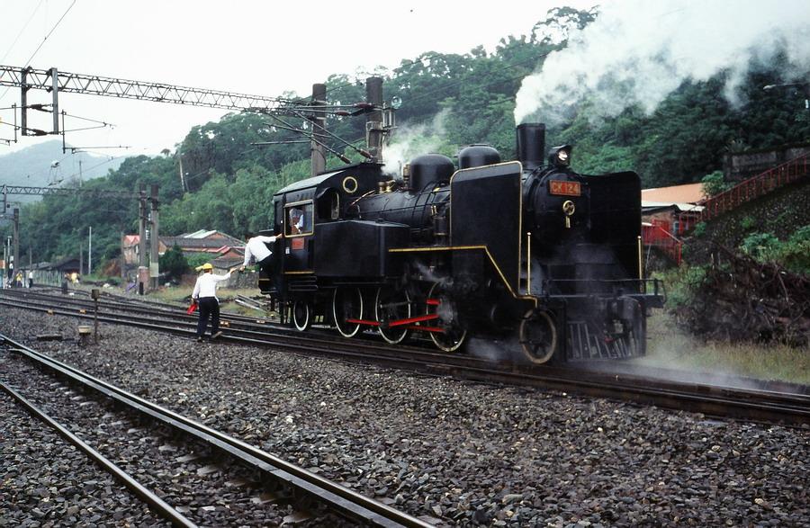 臺鐵CK-124蒸汽機車頭於山佳車站