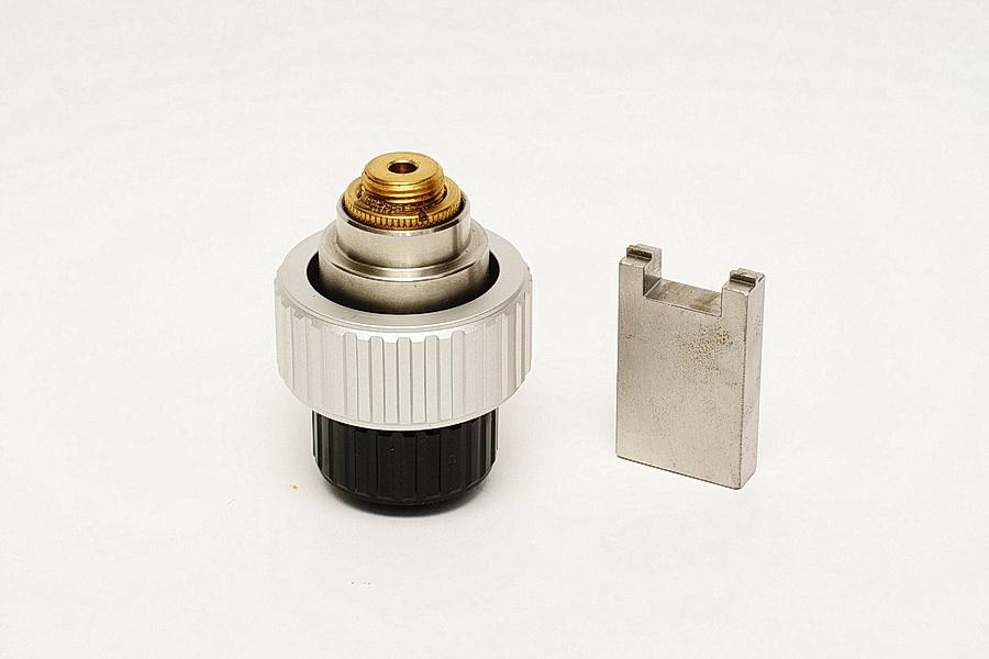 修改前的WO Z66雙速對焦旋鈕及自製拆卸工具