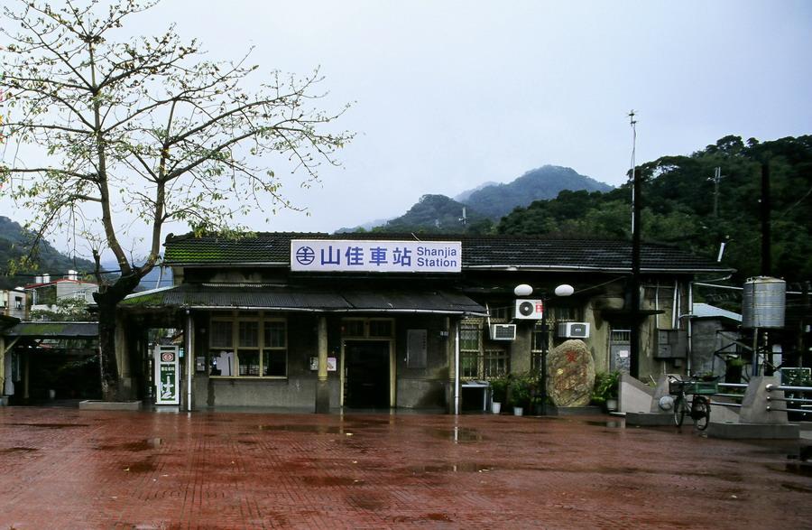 台鐵縱貫線山佳車站